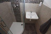 012 koupelna s WC a sprchou u ložnice 02