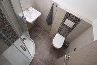 011 koupelna s WC a sprchou u ložnice 01