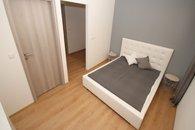010 ložnice - pokoj se sprchou