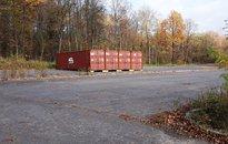 Pronájem komerčního pozemku - zpevněné plochy o rozloze 2601 m2, se čtyřmi ocelovými kontejnery, ve Slezské Ostravě