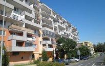 Pronájem bytu 2+kk, 51 m2 s vlastní teráskou, zahrádkou i park.stáním, Praha 9