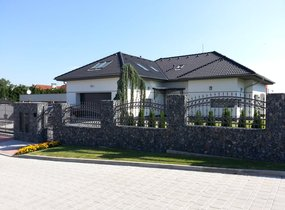 Pronájem  luxusního domu o vel. 450m2 s pozemkem 650 m2, Praha Štěrboholy, ul. Violkova