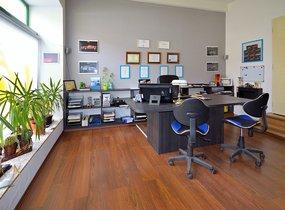 Světlá kancelář 36 m2 u zastávky MHD