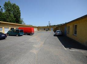 Skladový areál s vlastním parkovištěm - 1750 m², Praha 5