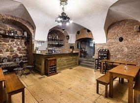 Pronájem vybavené vinárny v pěší zóně (cca 320 m²)