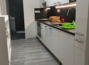 Pronájem nově zrekonstruovaného bytu o vel. 2+kk, 56 m2, Praha 10- Vršovice, ul. Slovinská