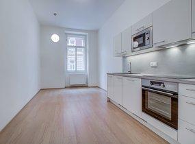 Pronájem moderního  bytu 1+1, o vel. 51,80m² s balkonem 3,10m2, Praha - Smíchov, ul. Svornosti