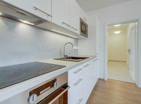 Pronájem moderního bytu 3+kk, 85,10m² s balkonem 3,10m2,  Praha - Smíchov, ul. Svornosti