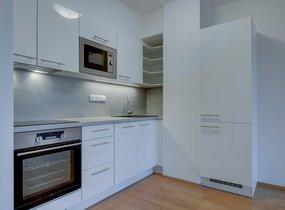 Pronájem byty 2+kk, 50,20m² s balkonem 7,70m2, Praha - Smíchov,ul. Svornosti