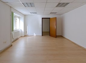 Pronájem kanceláře po rekonstrukci, 54 m2, 2x WC