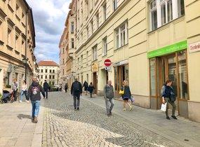 Pronájem obchodních prostor na lukrativní adrese (cca 24,5m²)