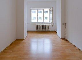 Světlá kancelář 14 m2, v centru Prahy