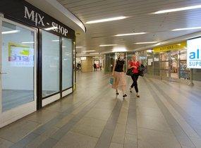 Obchod - metro Můstek, 26 m2 - proti Albertu