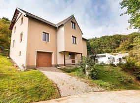 Prodej domu 374 m2, samostatné stavební parcely, pozemek celkem 2417 m2
