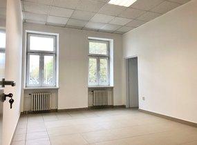 Pronájem administrativních prostor s možností parkování (cca 200 m²)