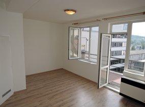 Krásný byt po rekonstrukci 1+kk, 26m2 s terasou, Praha 5 Smíchov