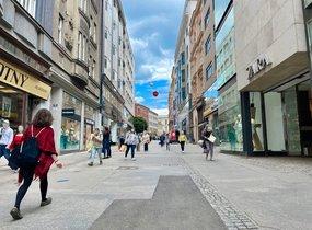 Pronájem prostor pro restauraci v pěší zóně (cca 450 m²)