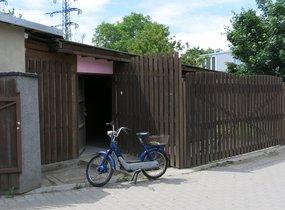 Nabízíme pronájem domku 50 m2 + garáž 30 m2 na pozemku 400 m2, Praha - Michle