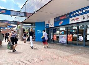 Pronájem obchodních prostor v nákupním centru (51,85 m²)