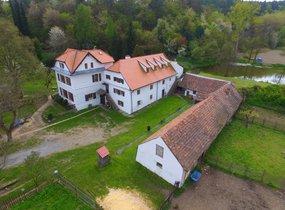 Prodej, jedinečná historická nemovitost k bydlení i podnikání, Praha 6