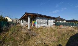 RD 4+KK Hlučín – rozestavěný bungalovu s terasou a zahradou.