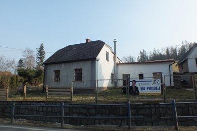 Prodej rodinného domu se samostatnou garáží v obci Čaková, Ev.č.: 00124