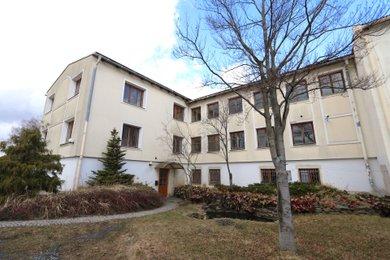 Prodej kancelářské budovy se sklady a zavedeným penzionem, Ev.č.: 00126