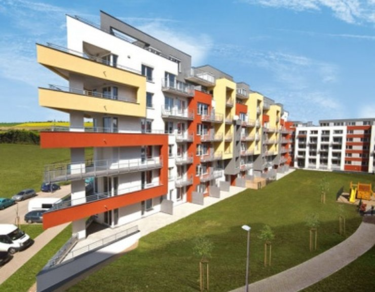 V Praze se staví nové byty hlavně v bytových domech, jinde převažují rodinné domy