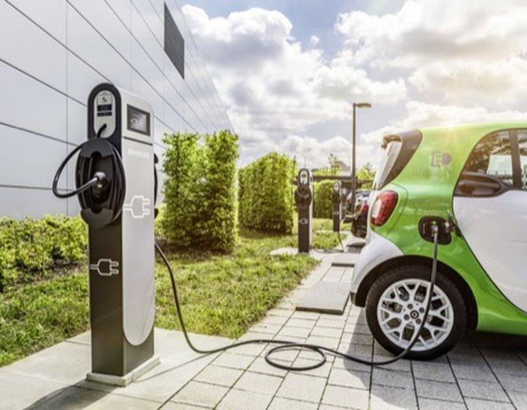 Povinné dobíječky elektromobilů v novostavbách zdraží nové byty a ještě zhorší jejich dostupnost