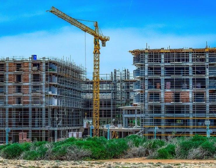 Stavebnictví se stále propadá, byty se v dubnu hlavně dokončovaly