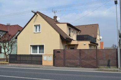 Prodej hezkého rodinného domu 243 m2, se zahradou 1422 m2 v obci Církvice, Ev.č.: 002AF