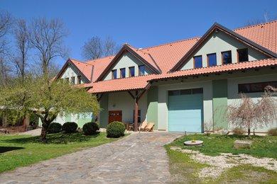 Prodej zemědělské usedlosti 380m2, mlýn, rybník, to vše na pozemcích 9ha , Krchleby u Čáslavi, Ev.č.: 006MM-1