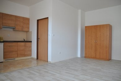 Pronájem bytu 1+kk v Kolíně, 34 m², ulice U Borků, Ev.č.: 025EH