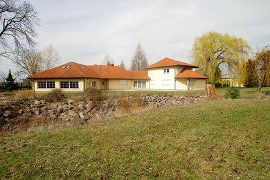 Prodej rodinného domu 550 m2,pozemek 12662 m2, Ev.č.: 005AF