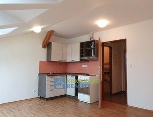 Dlouhodobý pronájem podkrovního bytu 1+kk, Trutnov – Dolní Předměstí.