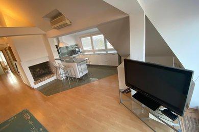 Pronájem prostorného střešního bytu 3+kk, 110m2, zařízený, vilová čtvrť v Praze, Ev.č.: 52040