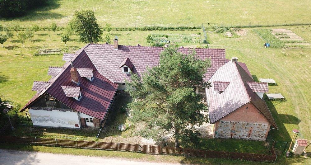 Prodej rodinného domu, podlahová plocha 816m², celková výměra pozemků 12.453 m2 - Těmice