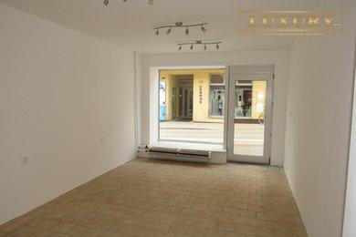 Pronájem kanceláře s výlohou, střed města, 28 m2, Ev.č.: 00018