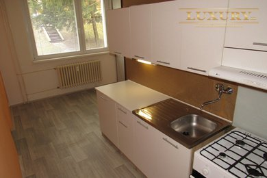 Prodej prostorného bytu 2+1 se šatnou a sklepem, 63 m2, Tišnov, Ev.č.: 00024