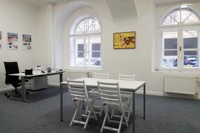 PRONÁJEM. Reprezentativní kancelář 36m2. Výloha, recepce, služby. Praha - Karlín, Ev.č.: BGA2012B