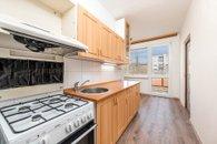 Pohled na kuchyň a lodžii