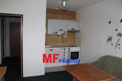 Pronájem bytu 2+kk o 56m ² s komorou a balkonem, Pod Zámečkem Hradec Králové