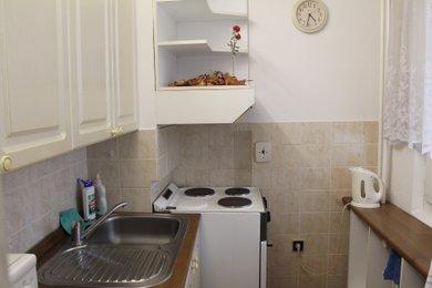 Prodej byt 1+kk, 30m² rekonstruován - Hradec Králové, Hrubínova, Ev.č.: 00042