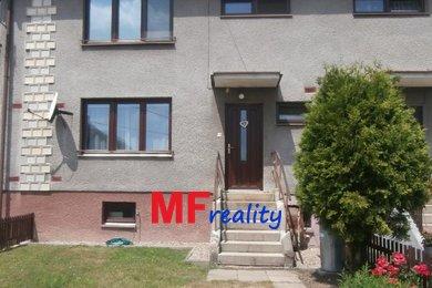 Prodej řadového rodinného domu 4 + kk s pergolou na pozemku 512m2 v obci Střezetice, Ev.č.: 00044