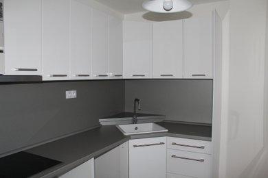 Pronájem rekonstruovaného bytu 2+1 o 61 m² s balkonem, Hradec Králové - Mandysova, Ev.č.: 00063