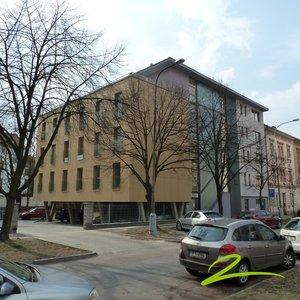 Pronájem cihlového bytu 1+kk, 54 m2, Guldenerova ulice, Plzeň Slovany.