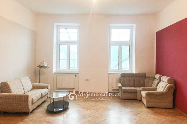 Pronájem prostorného bytu 3+1, 108 m² - nám. Republiky, Znojmo.