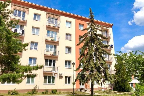 Pronájem, cihlový byt s balkonem a výtahem, 2+1, 55 m² ul. Pražská sídl. Znojmo