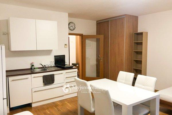 Pronájem vybaveného bytu 1+kk, 45 m² s terasou - Praha 4, ul. Dolnokrčská