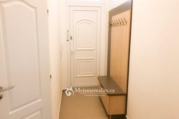 Pronájem zrekonstruovaného cihlového bytu 1+kk, 25m² - Znojmo, ul. Rudoleckého